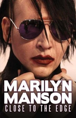 Marilyn Manson - Close To The Edge (Dvd Documentary) i gruppen ÖVRIGT / Musik-DVD & Bluray hos Bengans Skivbutik AB (883739)